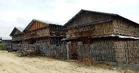 greniers de bambous tressés