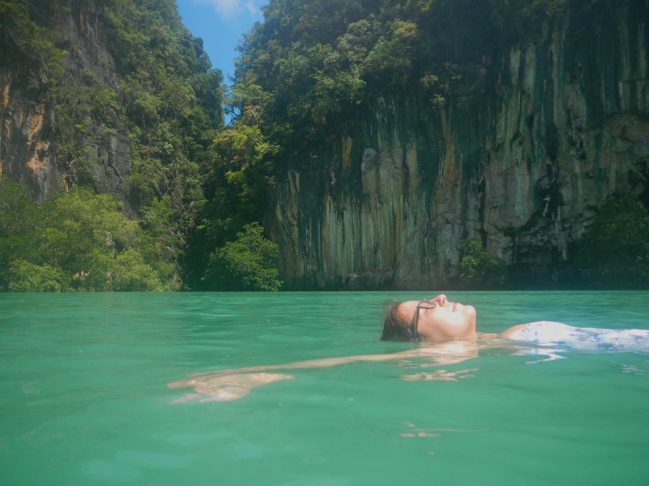 Anne-Juliette dans la baie de Phang N'gua
