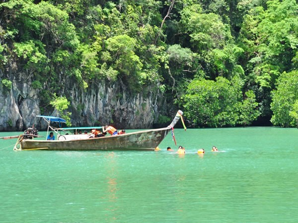 excursion long boat